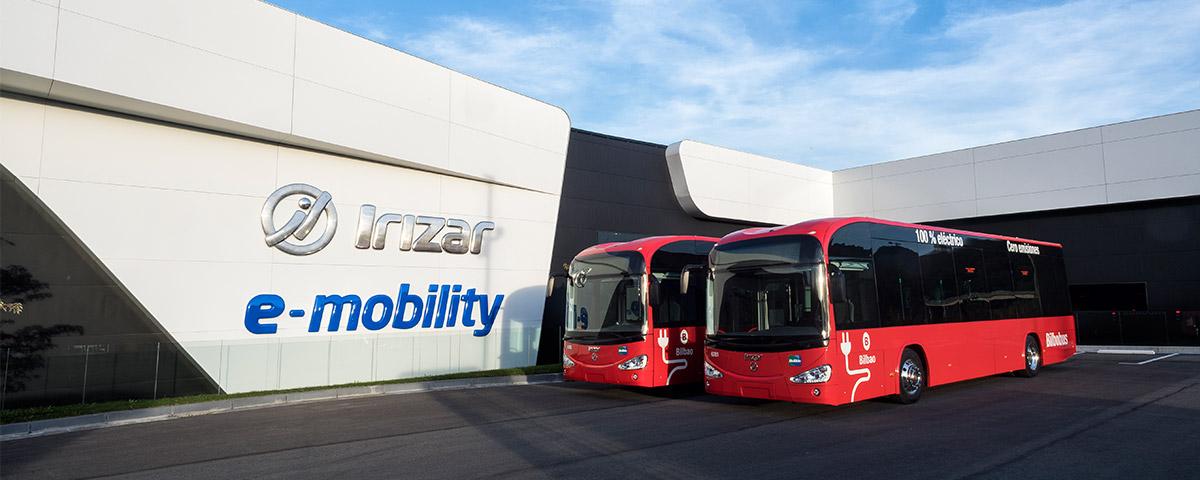 Entrega de primeros vehículos fabricados en la nueva planta de Irizar e-mobility