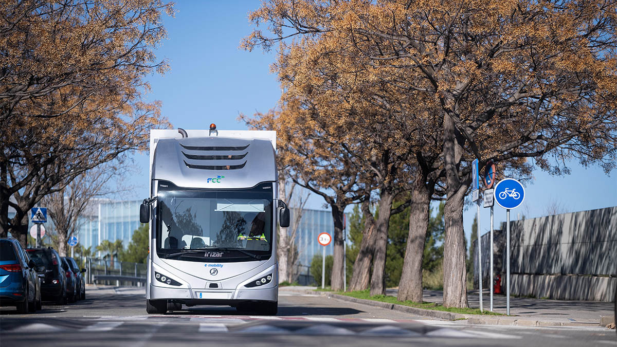 The Irizar ie truck leading the European Business Awards for the Environment