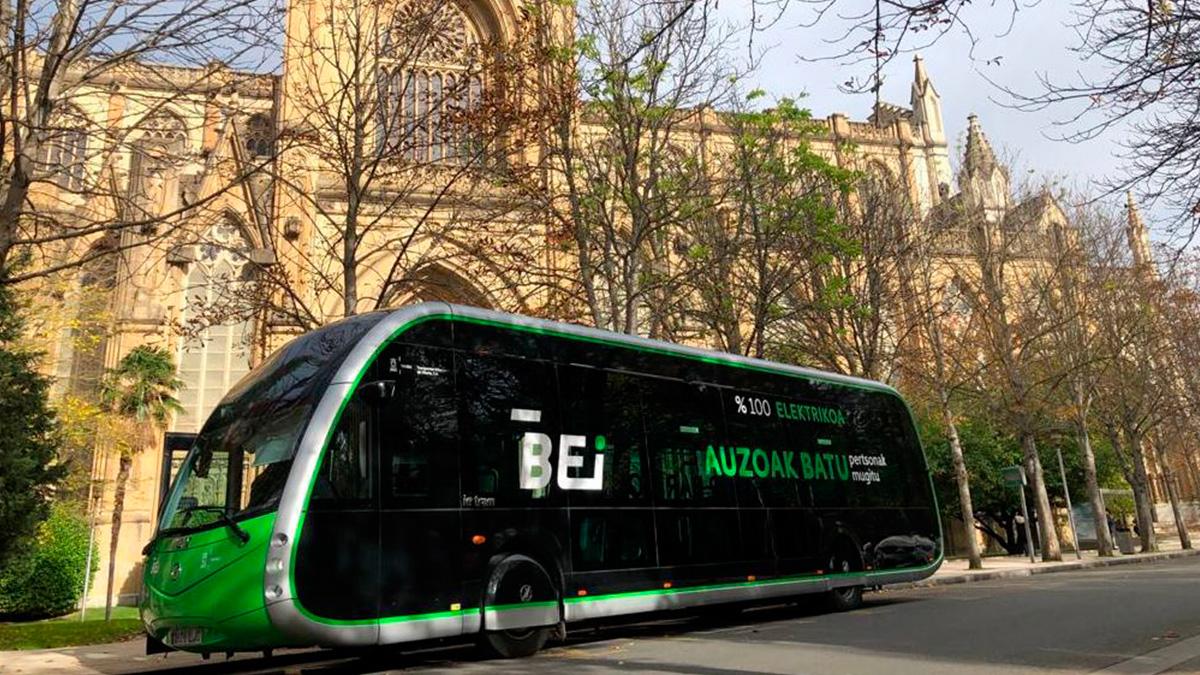 The Irizar ie tram is already circulating through the streets of Vitoria-Gasteiz
